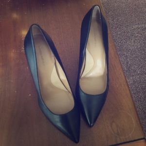 black leather Banana Republic pumps